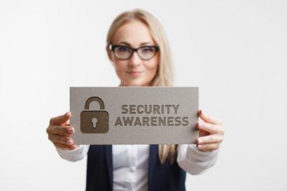shutterstock 1024029565 420x280 - Cyber Aware: 6 einfache Tipps, um online sicher zu bleiben