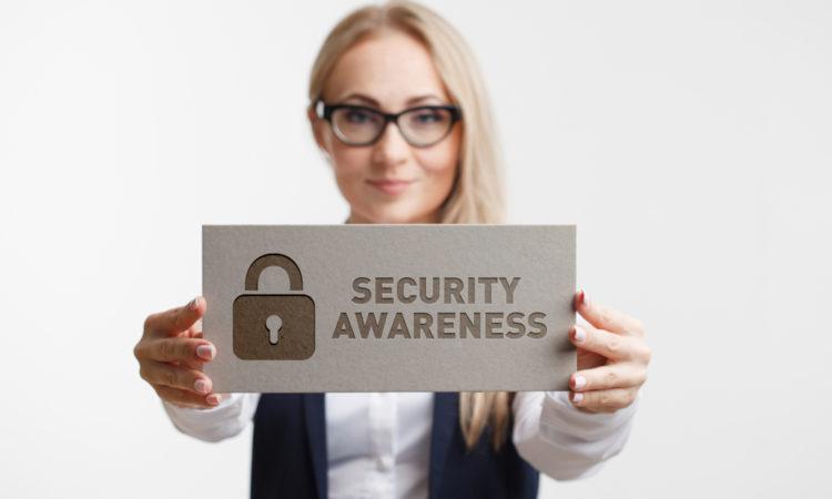 shutterstock 1024029565 750x450 - Cyber Aware: 6 einfache Tipps, um online sicher zu bleiben